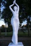 Una statua di una ragazza Immagini Stock Libere da Diritti