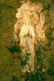 Una statua di vergine Maria Immagine Stock