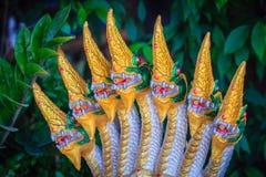 Una statua dorata della testa sette della fontana del Naga che ha decorato nella t Fotografie Stock Libere da Diritti