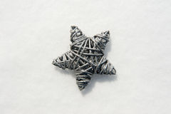 Stella su una superficie di neve Fotografia Stock Libera da Diritti