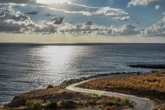 Una strada al mare fotografia stock