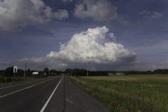 Una strada alle nuvole Immagini Stock Libere da Diritti