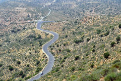 Una strada della montagna di bobina con una vista dell'occhio del ` s dell'uccello di Agadir, Morocc Immagine Stock