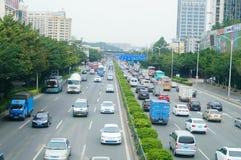 Una strada di 107 stati, Shenzhen, sezione di Baoan del paesaggio di traffico Immagini Stock