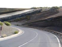 Una strada nella terra stratificata Fotografia Stock Libera da Diritti