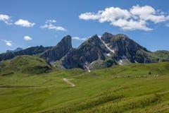 Una strada nelle dolomia, Italia della montagna di bobina. Immagini Stock Libere da Diritti