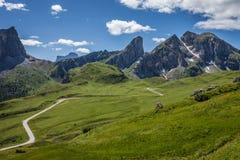 Una strada nelle dolomia, Italia della montagna di bobina. Fotografia Stock