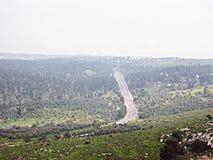 Una strada nelle montagne fotografia stock