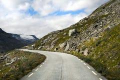 Una strada nelle montagne, Norvegia Immagine Stock Libera da Diritti