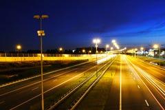 Una strada principale scenica di notte Immagini Stock