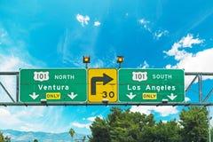 una strada trasversale di 101 autostrada senza pedaggio firma dentro Los Angeles Immagini Stock