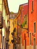 Una stradina calma in Verona Italy a partire dai turisti Immagini Stock Libere da Diritti