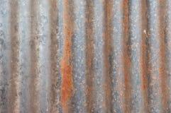 Una struttura arrugginita del metallo del ferro ondulato Fotografie Stock