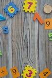 Una struttura dei numeri su un fondo di legno Fotografia Stock