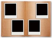 Una struttura di quattro polaroid con il vecchio libro aperto Immagine Stock