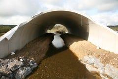 Una struttura prefabbricata del sottopassaggio dell'autostrada Fotografia Stock