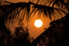 Una subida de oro hermosa de la puesta del sol/del sol Imagen de archivo