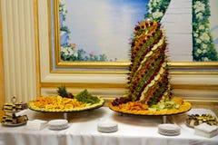 Una tabla de la fruta de la boda Imágenes de archivo libres de regalías