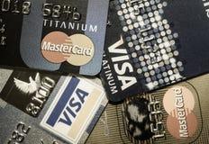 Una tarjeta de crédito ascendente más cercana Fotografía de archivo libre de regalías