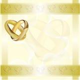 Una tarjeta de la invitación de la boda con los anillos de oro Fotos de archivo