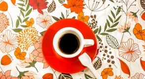 Una taza blanca de café negro del café express Imagen de archivo libre de regalías