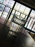 Una taza de agua fotos de archivo libres de regalías