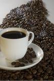 Una taza de café caliente Imagen de archivo libre de regalías