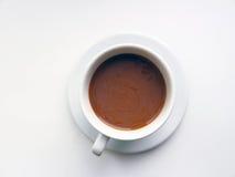 Una taza de café caliente con leche Foto de archivo libre de regalías