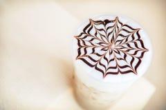 Una taza de café del Cappuccino Imágenes de archivo libres de regalías