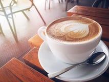 Una taza de café del Cappuccino Foto de archivo libre de regalías