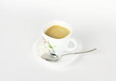 Una taza de café en blanco Imagen de archivo libre de regalías
