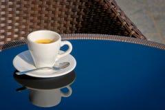 Una taza de café en el vector fotos de archivo libres de regalías