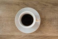 Una taza de café en la tabla, desayuno Imagenes de archivo