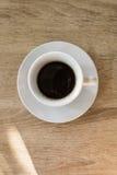 Una taza de café en la tabla, desayuno Imagen de archivo