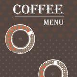 Una taza de café en un fondo café-coloreado Foto de archivo libre de regalías