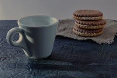 Una taza de café fragante de la mañana que vigoriza imágenes de archivo libres de regalías
