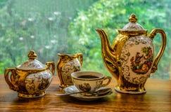 Una taza de café fuerte en la madrugada Imagenes de archivo