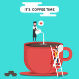 Una taza de café roja con los granos del barista y de café Es tiempo del café Descanso para tomar café Diseño del papel pintado Imagenes de archivo