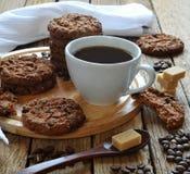 Una taza de café y de galletas Imagen de archivo