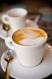 Una taza de cappucino Imagen de archivo libre de regalías