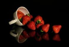 Una taza de fresa Foto de archivo libre de regalías
