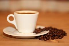 Una taza de noche del café Fotos de archivo