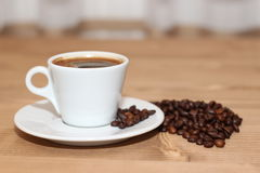 Una taza de noche del café Imagenes de archivo