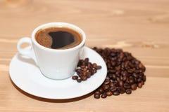 Una taza de noche del café Imágenes de archivo libres de regalías