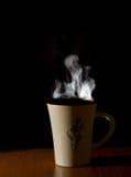 Una taza de té caliente del café Fotos de archivo libres de regalías