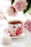 Una taza de té negro fotos de archivo libres de regalías