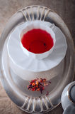 Una taza de té rojo de la fruta Imágenes de archivo libres de regalías