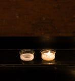 Una taza de vela en el soporte de la vela Imagen de archivo libre de regalías