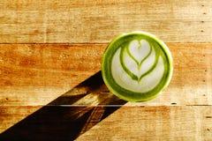 Una tazza del latte di matcha del tè verde Fotografie Stock Libere da Diritti