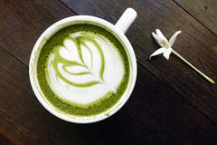 Una tazza del latte di matcha del tè verde Immagine Stock Libera da Diritti